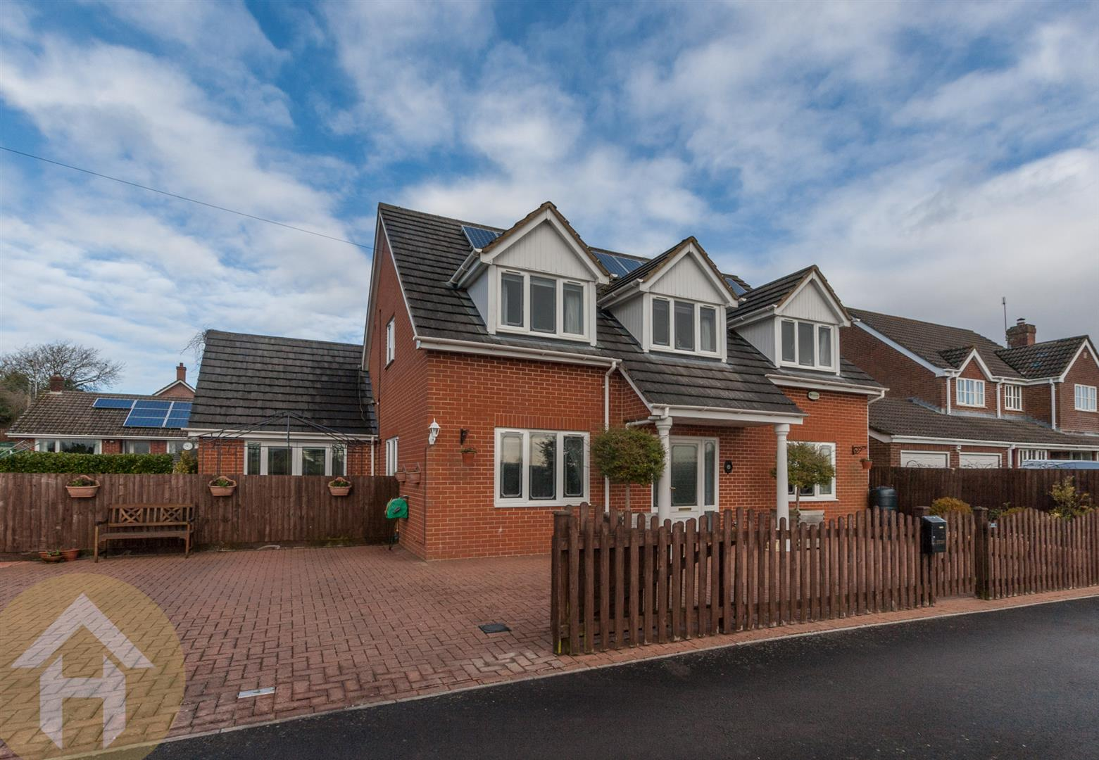 3 Bedrooms Detached House for sale in High Street, Purton, Swindon SN5